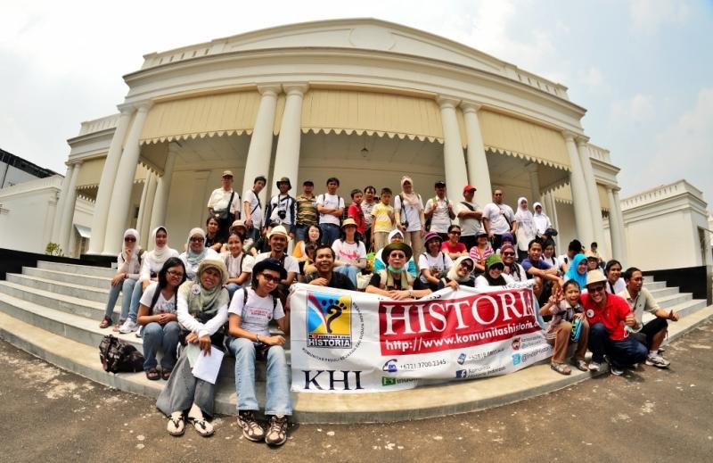Salah satu agenda Komunitas Historia Indonesia: mengunjungi museum.