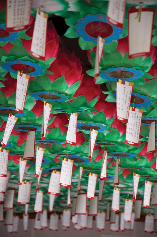 Lampion kertas di Kuil Silsangasa.
