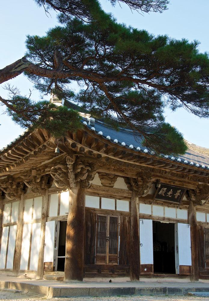 Aula utama Kuil Silsangsa.