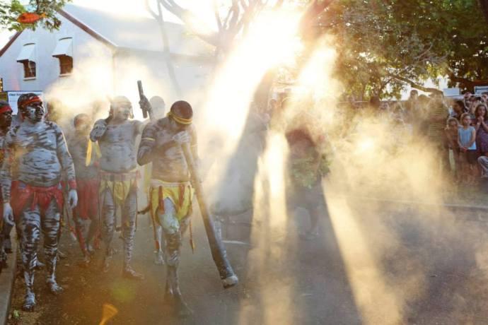 Darwin Festival juga menampilkan kesenian tradisional suku asli Australia, Aborigin.