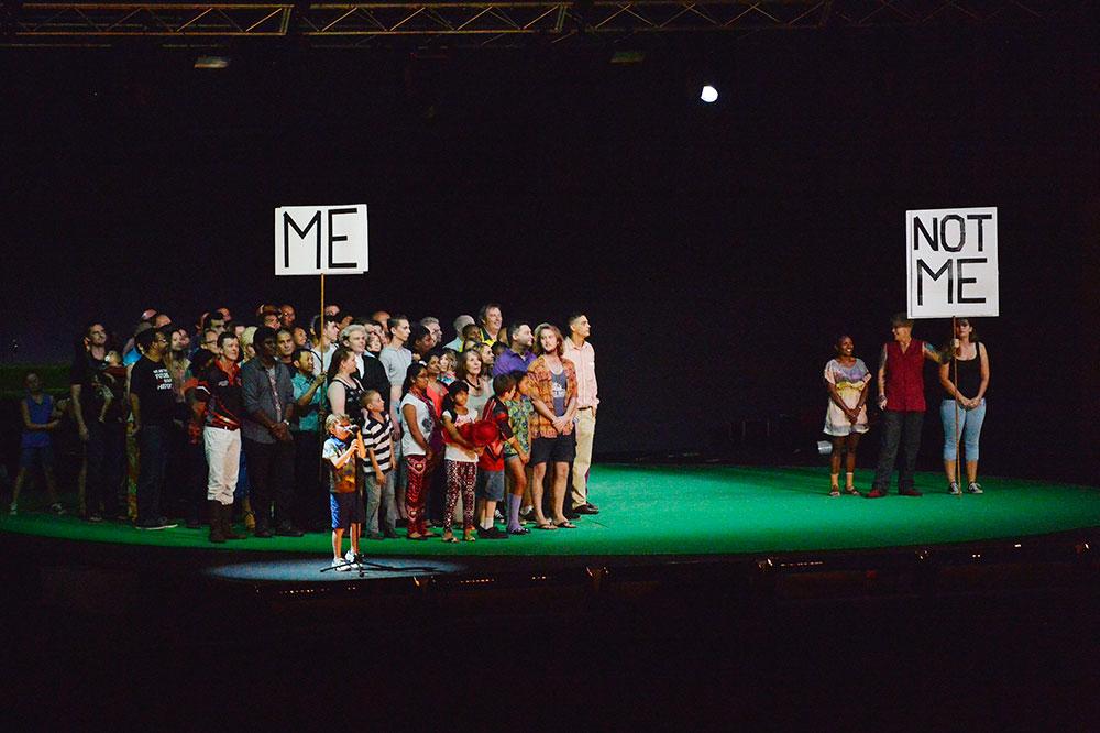 Kabaret, pertunjukan hiburan selain pentas musik yang digelar di Darwin Music Festival.