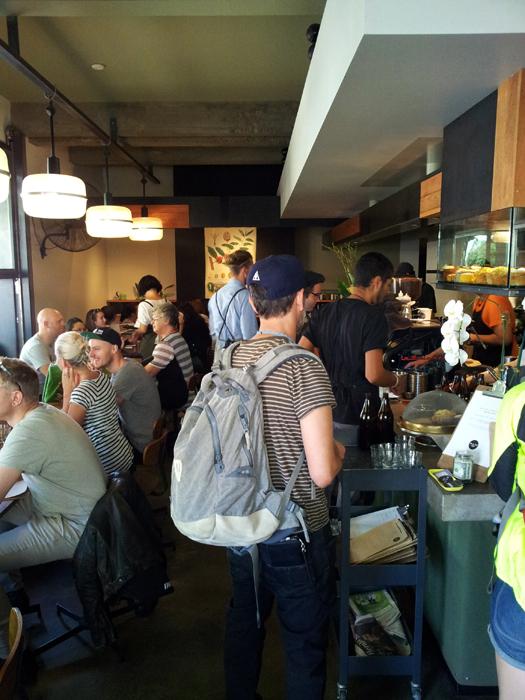 Cafe De Clieu yang selalu ramai pembeli.