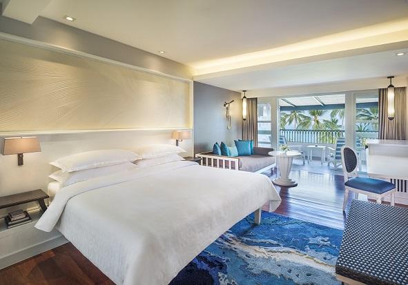 Masing-masing kamar didominasi warna biru dan putih.