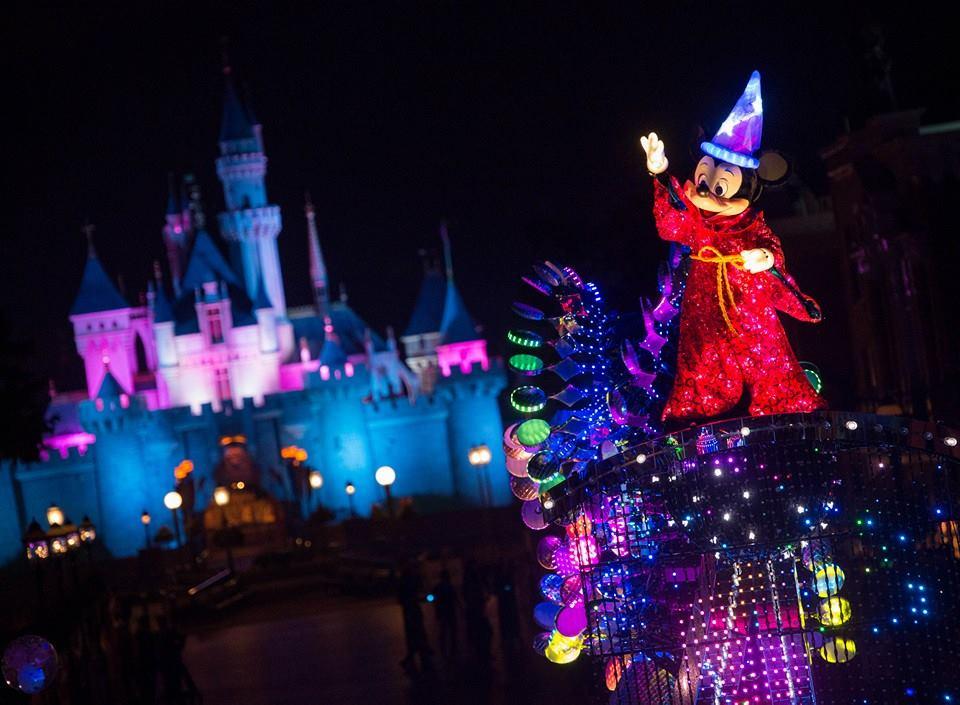 Selain karakter-karakter dari Toy Story, Cars, dan Monster Inc., karnaval ini juga menampilkan tokoh klasik.