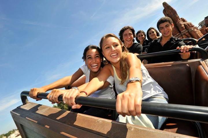 Nanti pengunjung akan diajak berkeliling wahana Ratatouille dengan menggunakan kendaraan tanpa rel.
