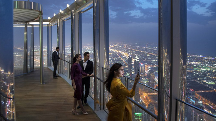 Dubai-skyscraper-opens-highest-lounge-in-the-world-2