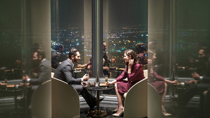Dubai-skyscraper-opens-highest-lounge-in-the-world-3