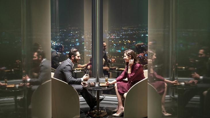 Dubai-skyscraper-opens-highest-lounge-in-the-world-3