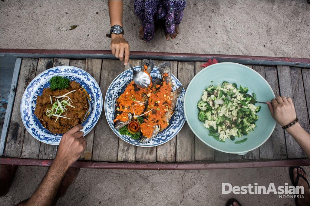 Paket menginap di Isle East Indies sudah termasuk makan tiga kali.