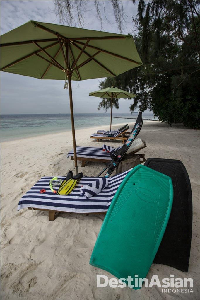 Pantai privat lengkap dengan peralatan snorkeling di Isle East Indies.