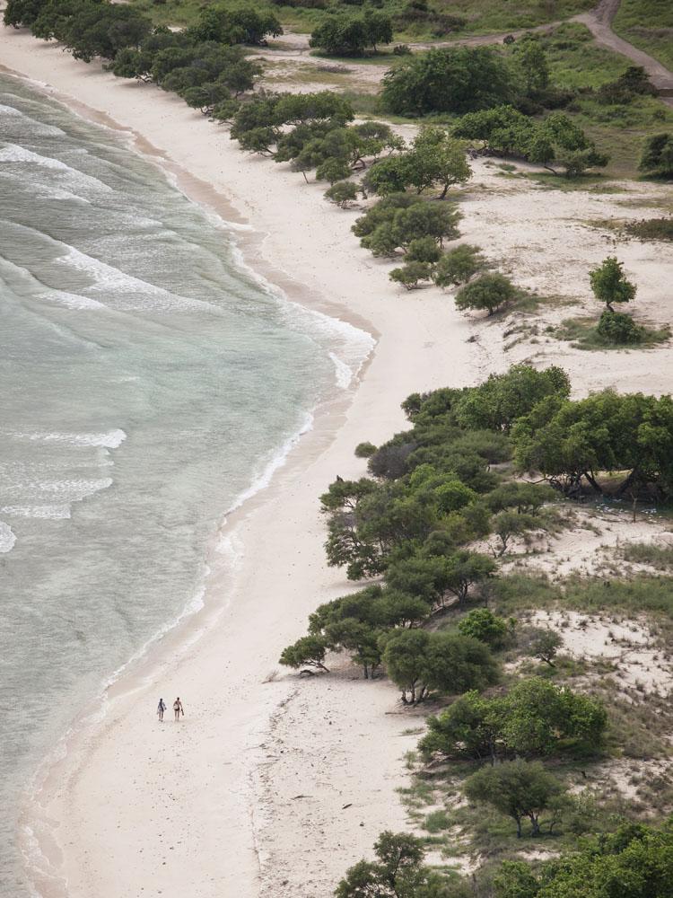 Pantai di belakang Cape Fatucama atau lebih dikenal sebagai Jesus Backside Beach.