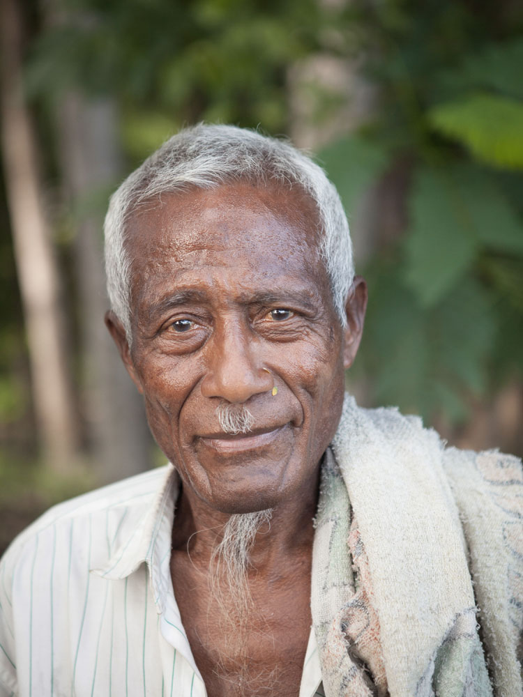 Salah satu penduduk asli Timor di Pantai Wataboo di Osolata, Baucau.