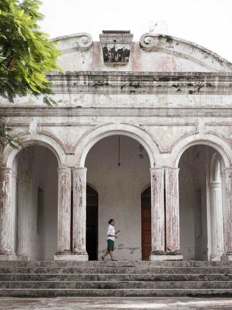Gedung sekolah uzur peninggalan penjajah Portugis di Baucau.