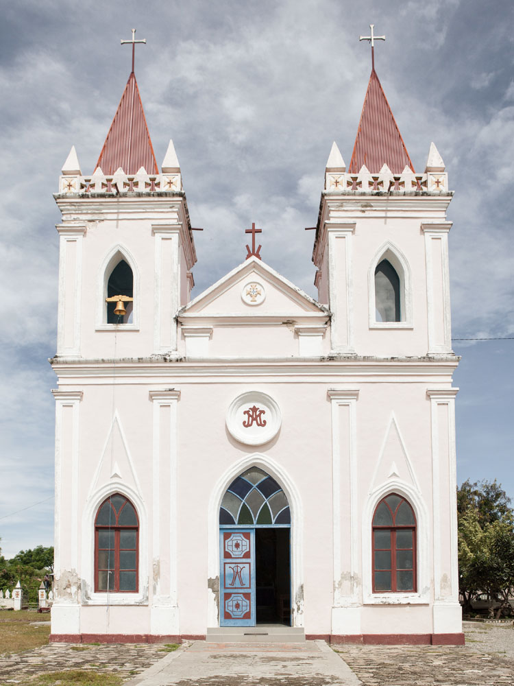 Gereja Portugis tua yang ditemukan penulis di dalam perjalanan dari Dili ke Baucau.