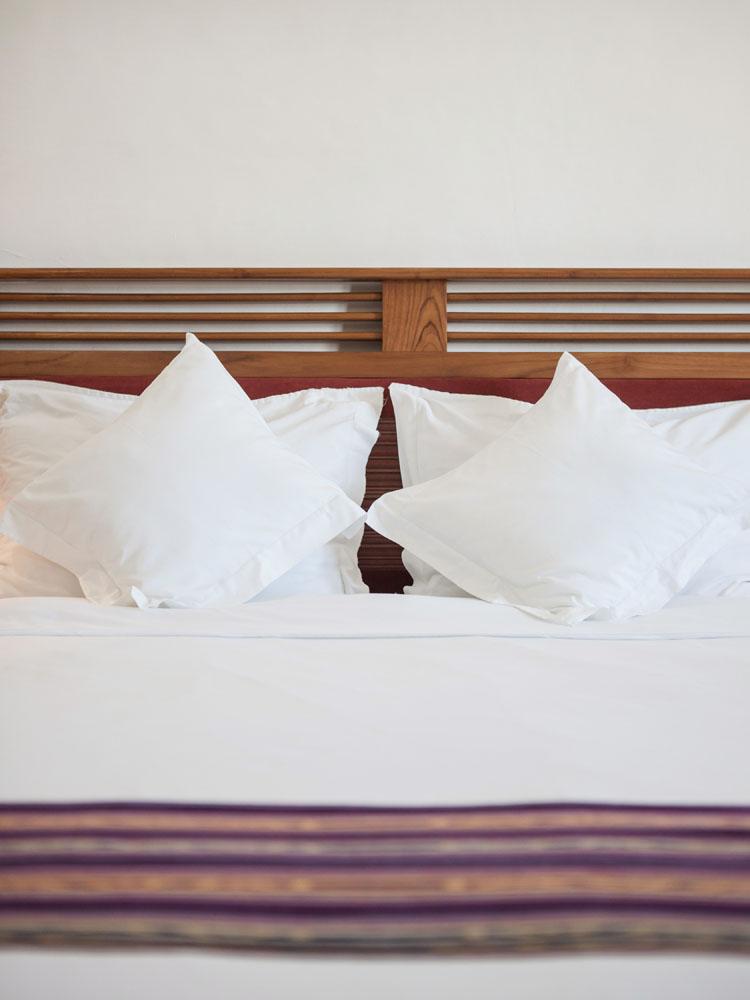 Tempat tidur di Discovery Inn; salah satu penginapan terbaik di Dili.