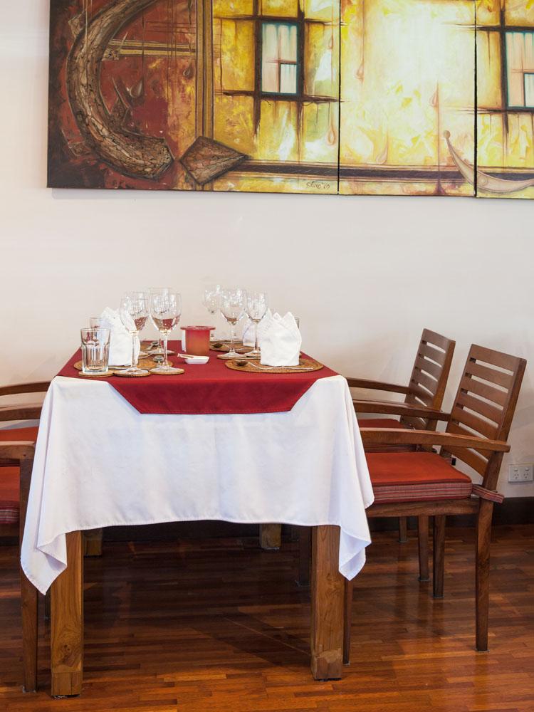 Interior Diya Restaurant di Discovery Inn.