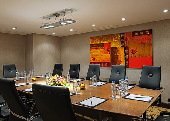 Hotel Eastin Grand Saigon dilengkapi dengan ruang rapat berbagai ukuran.