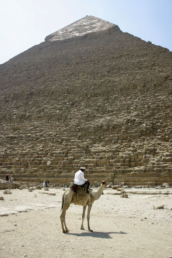 Piramida dan peninggalan bersejarah lainnya merupakan daya tarik utama Mesir.