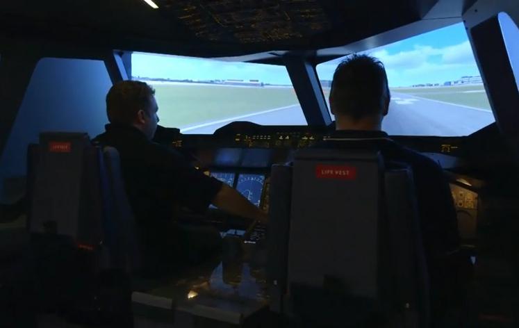 Flight simulator di Emirates Aviation Experience.