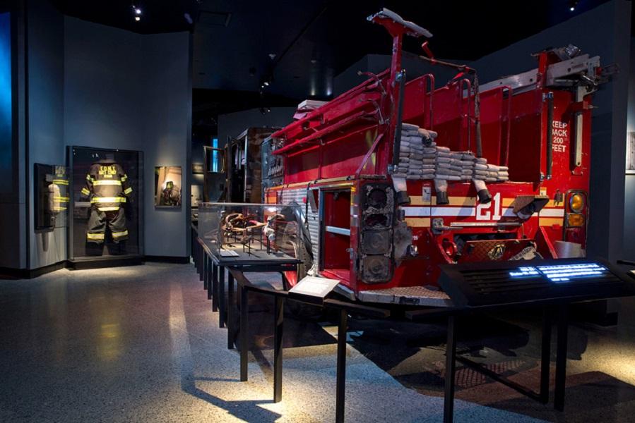 Truk pemadam kebakaran yang bertugas ketika musibah.