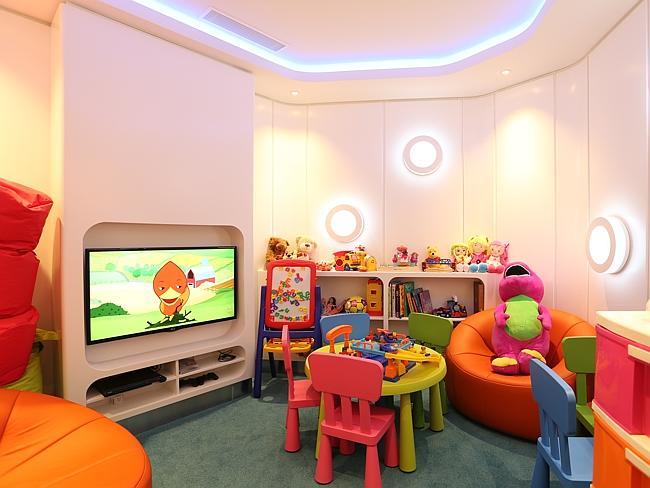 Lounge ini juga menyediakan ruang bermain.