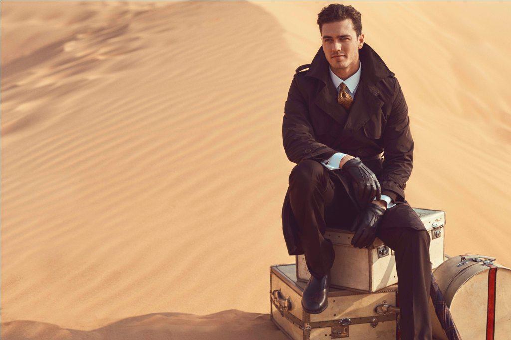 Seragam awak kabin pria terlihat lebih profesional. Tambahkan mantel panjang untuk penerbangan musim dingin.