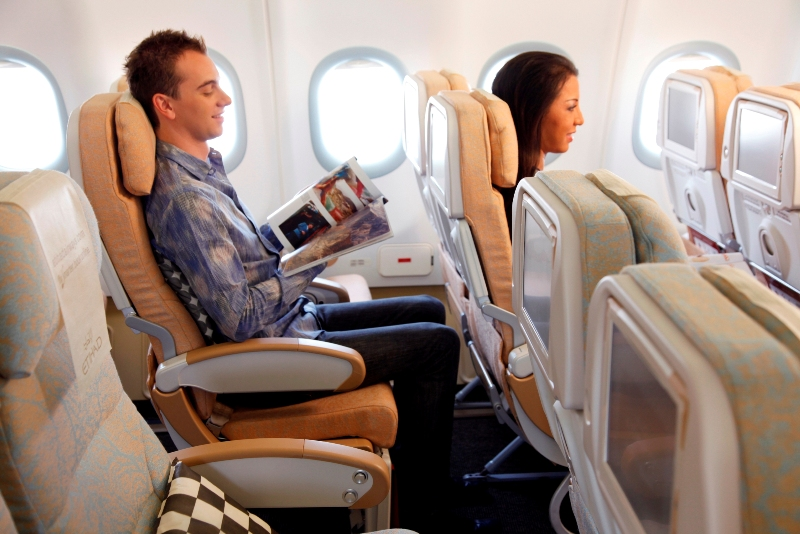 Akomodasi kelas ekonomi di pesawat Etihad Airways.