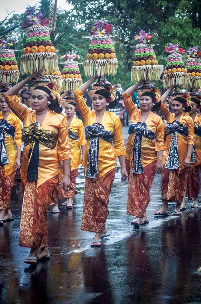 Mengenalkan buah hati pada budaya Pulau Dewata di Pesta Kesenian Bali.