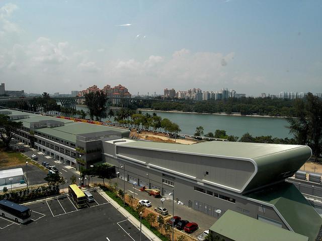 Gedung F1 Pit yang menjadi pagelaran pameran tersebut. (Foto: Christopher Ong/Flickr)
