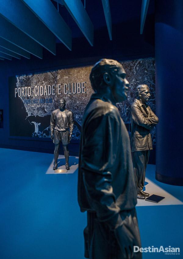 Patung-patung para pelatih dan pemain FC Porto.