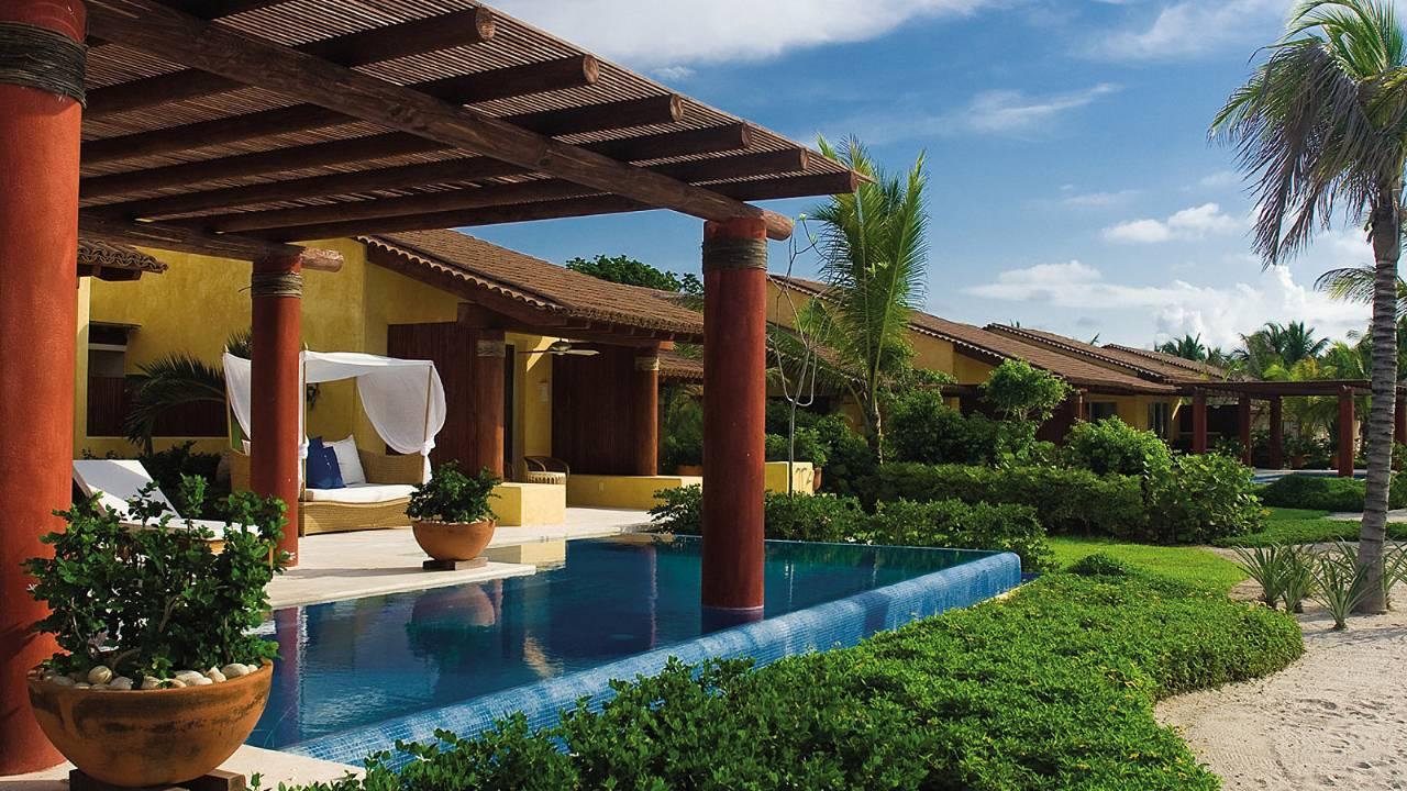 Suite yang dilengkapi dengan kolam renang privat.