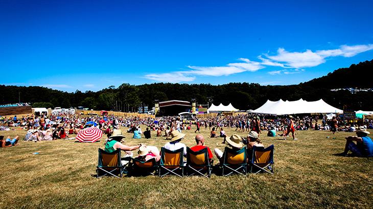 Falls Festival adalah gabungan festival musik dan seni yang digelar di lokasi eksotis.