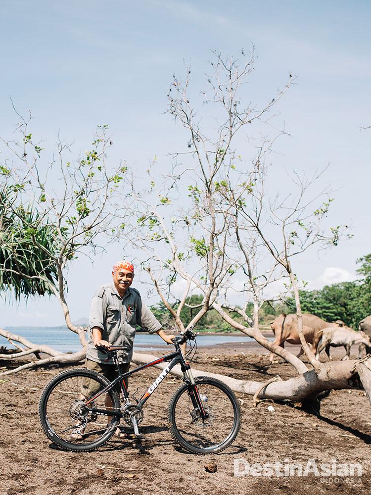 Yunsar, pria berusia 70 tahun yang hobi mendaki gunung.