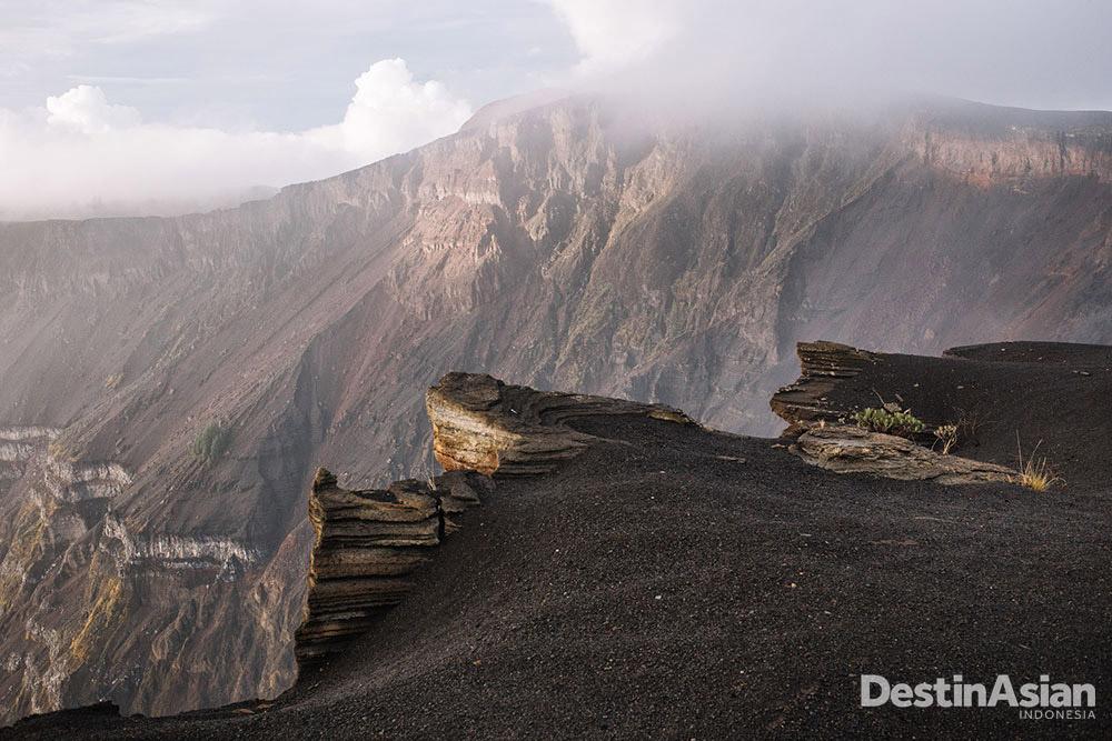 Letusan Gunung Tambora pada 10 April 1815 menyapu habis kerajaan-kerajaan di Sumbawa.