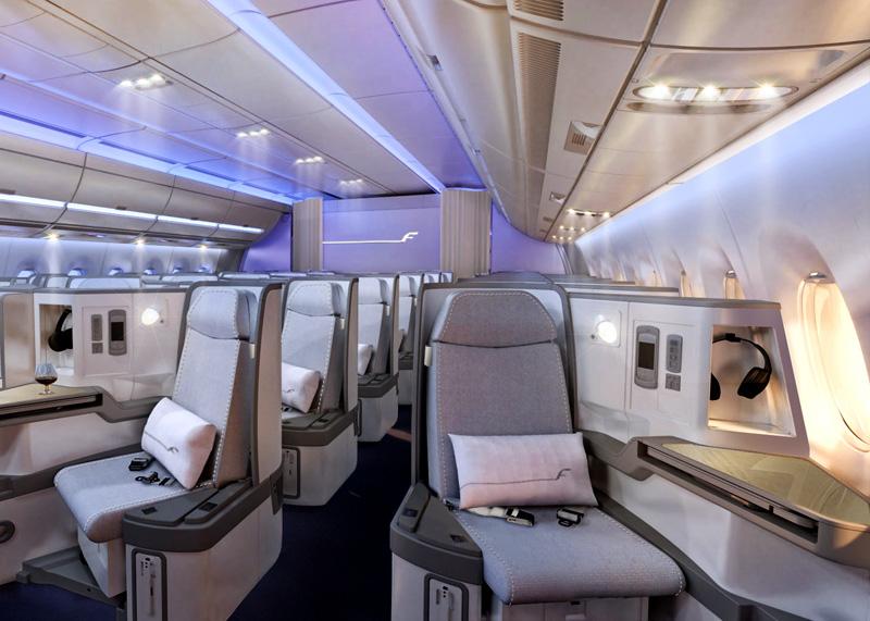 Kabin kelas bisnis dengan kursi yang bisa disulap menjadi flat-bed.