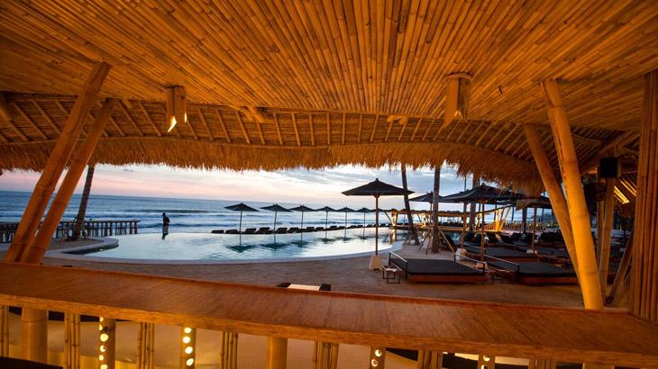 Bangunan utama yang terbuat dari bambu.