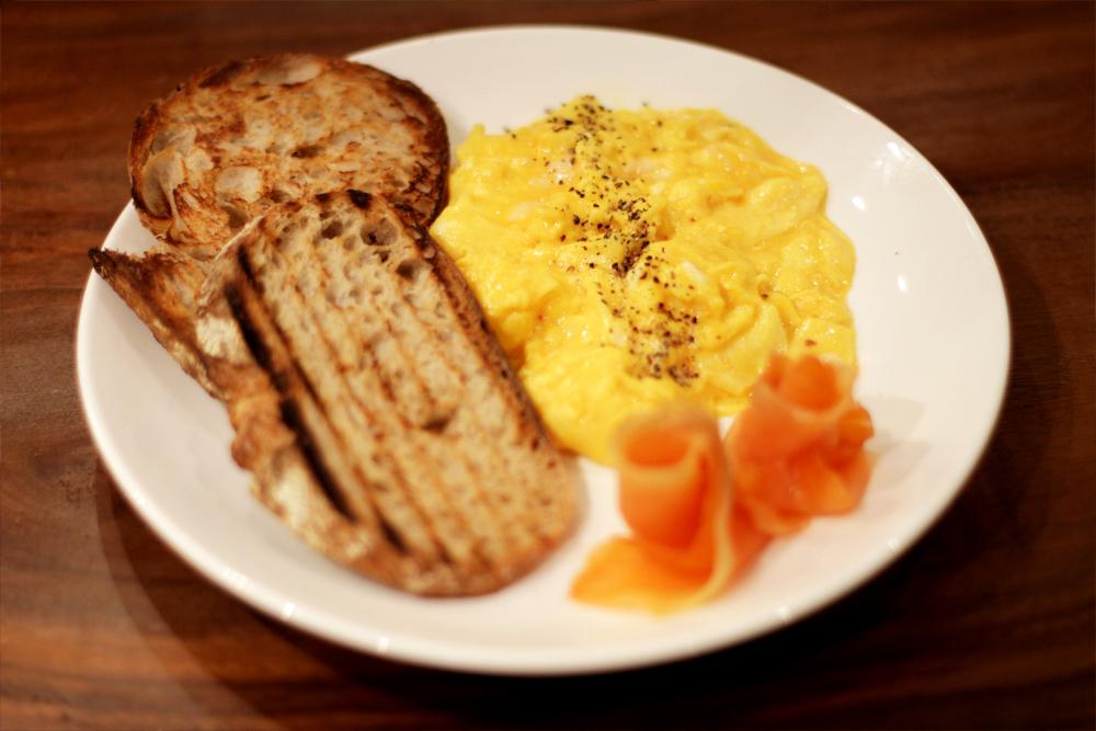 Hidangan telur dadar andalan Flock.