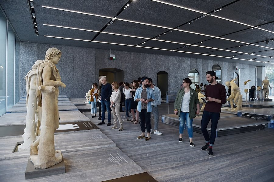 Pembukaan Fondazione Prada yang menampilkan karya seni kreasi Salvatore Settis.