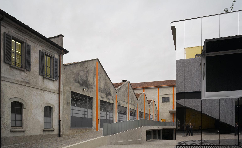 Desain bangunannya mengawinkan gaya industrial dan modern.