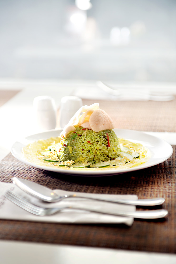 Makanan di hotel merupakan kreasi Susanto Antok, executive chef hotel tersebut.