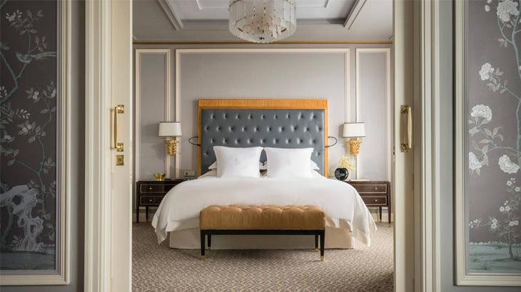 Kamar dengan desain elegan namun sudah terlihat ketinggalan zaman di tengah persaingan hotel yang sengit di Ibu Kota.
