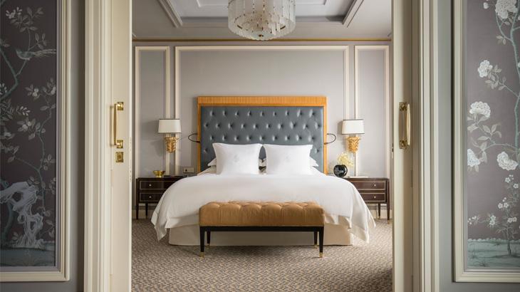 Desain kamar elegan dan mewah jadi salah satu daya jual.