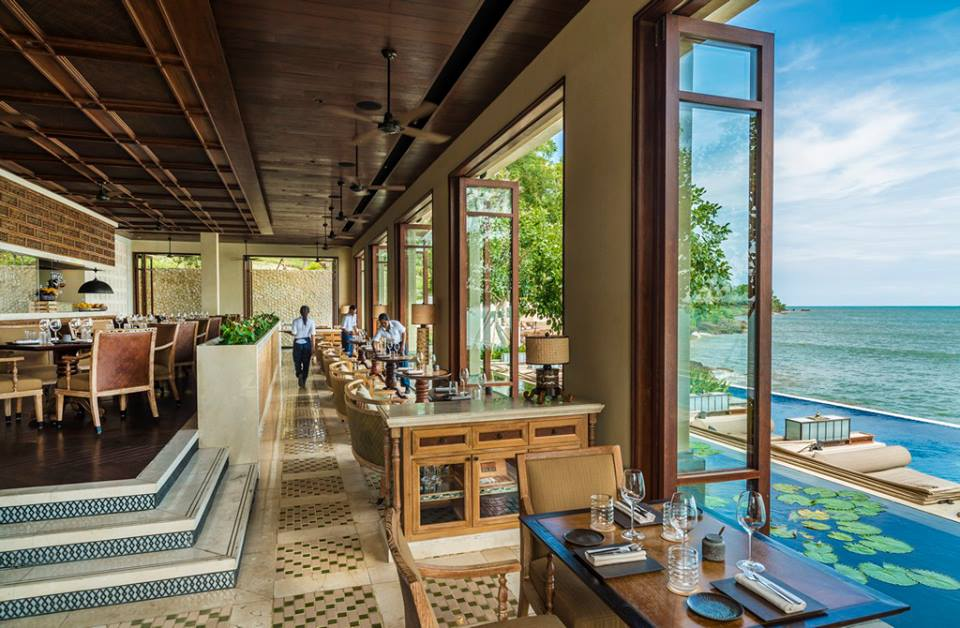 Sundara. Restoran beach club baru di Jimbaran yang sedang jadi favorit para turis.