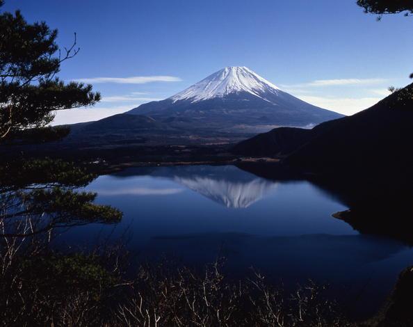 Gunung Fuji di Jepang.