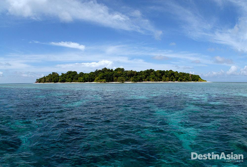 Pulau Sipadan steril dari resor komersial maupun hunian. Fungsinya kini lebih sebagai konservasi dan wisata diving. (Foto: Getty Images)