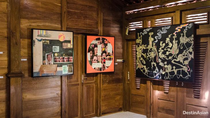 Sesuai namanya, Galeri Rumah Jati benar-benar terbuat dari jati.