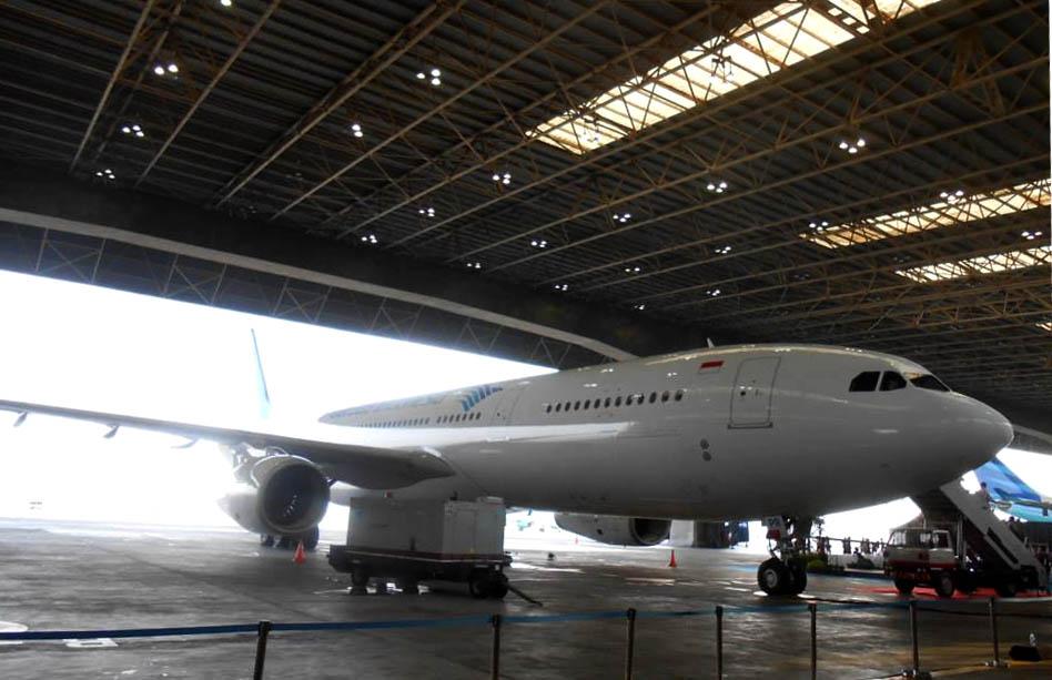 Pesawat ini diterbangkan langsung dari Toulouse, Prancis dan mengangkut 100 penumpang. (Foto oleh Garuda Indonesia)