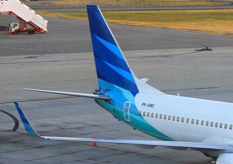 Ekor dan sayap dari pesawat Boeing 737-800 yang melayani penerbangan Banjarmasin-Yogyakarta.