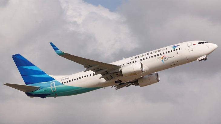 Pesawat Boeing 737 yang digunakan Garuda Indonesia untuk melayani penerbangan jarak pendek.