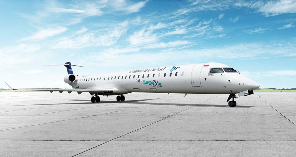 Pesawat ramping Bombardier CRJ1000 yang jadi ujung tombak rute domestik Garuda Indonesia.